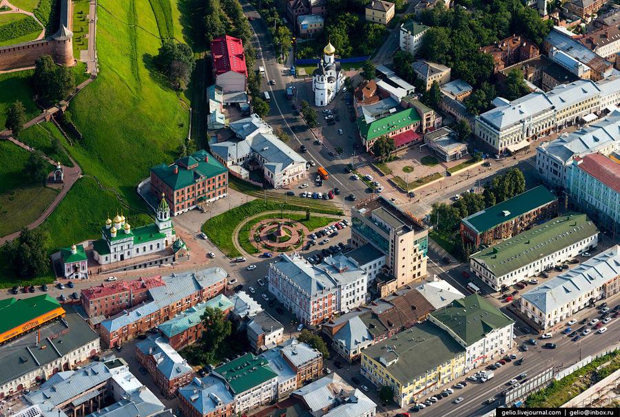 13. Площадь Народного Единства. В народе эта площадь именуется Скобой из-за расположенного рядом дом