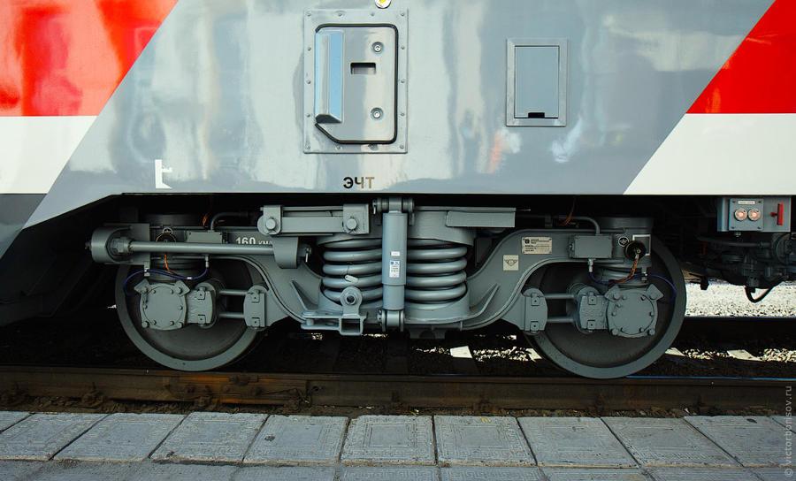 4. Одна из важнейших особенностей новых вагонов — принципиально новые тележки, которые исключают тря