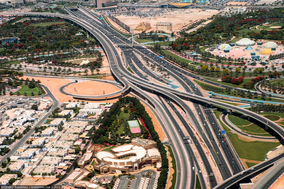 5. Даунтаун Дубая. Лет 15 назад, когда большинство из небоскребов существовали лишь на чертежах, он
