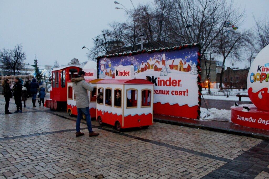 Детский паровозик на Михайловской площади
