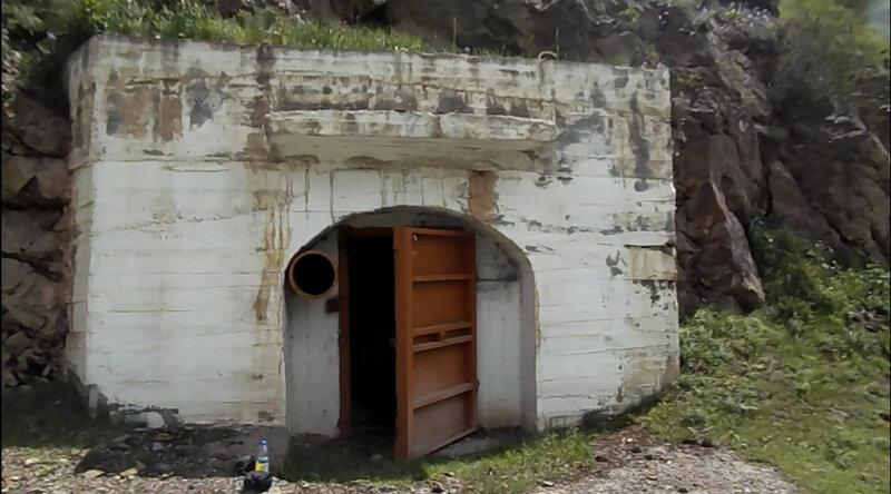 Исследование тоннелей в природном парке Ала-Арча.
