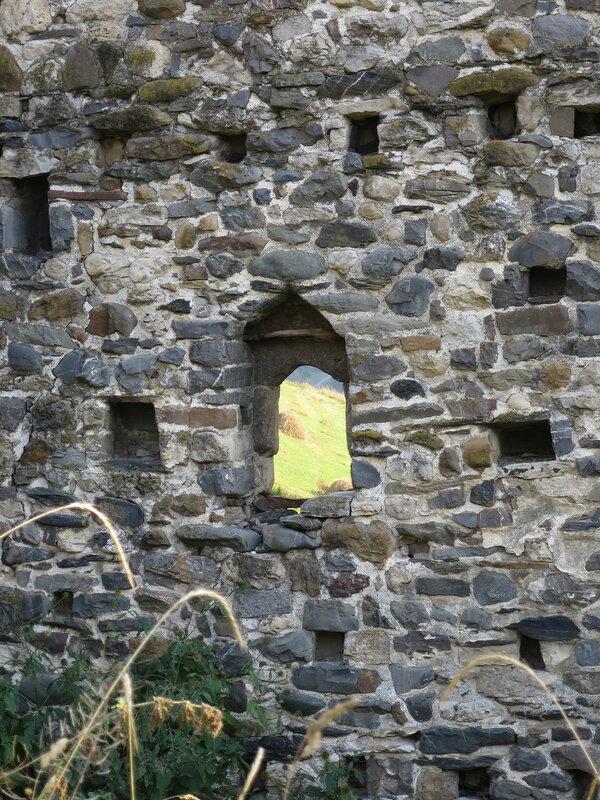 Оконная арка жилой башни с внутренней стороны, Эрзи