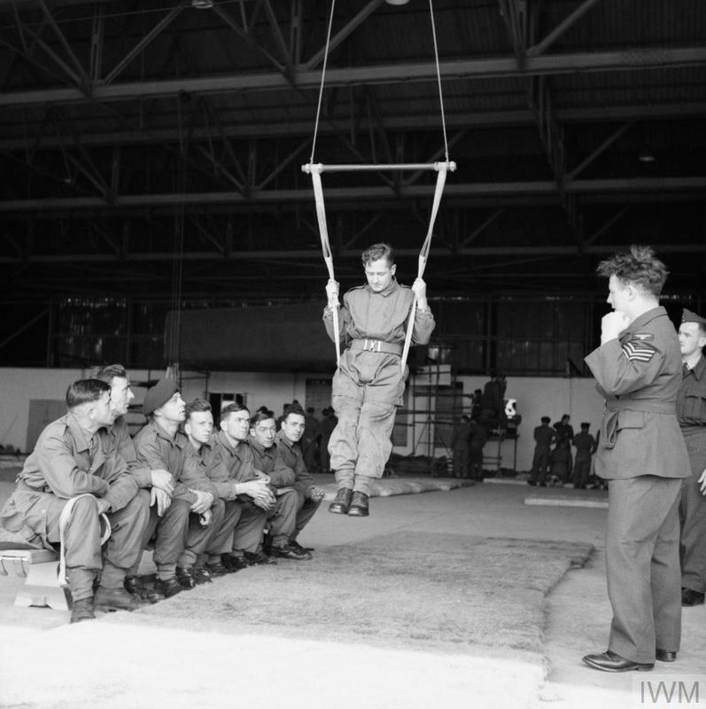 THE PARACHUTE REGIMENT IN TRAINING, AUGUST 1942