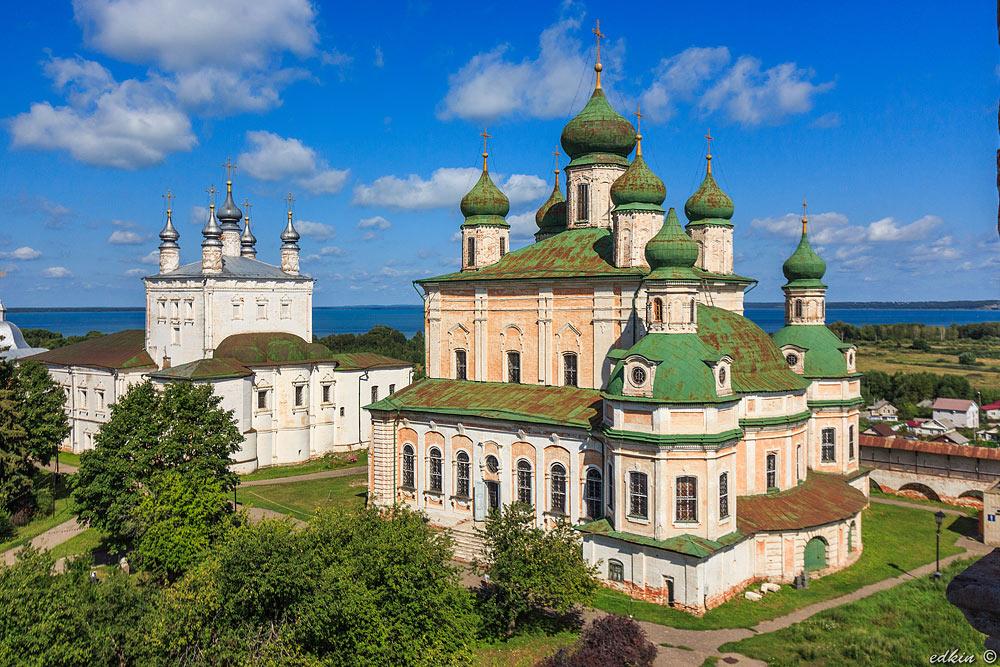 Переславль-Залесский, Горицкий Успенский мужской монастырь, Трапезная палата с Всехсвятской церковью и Успенский собор