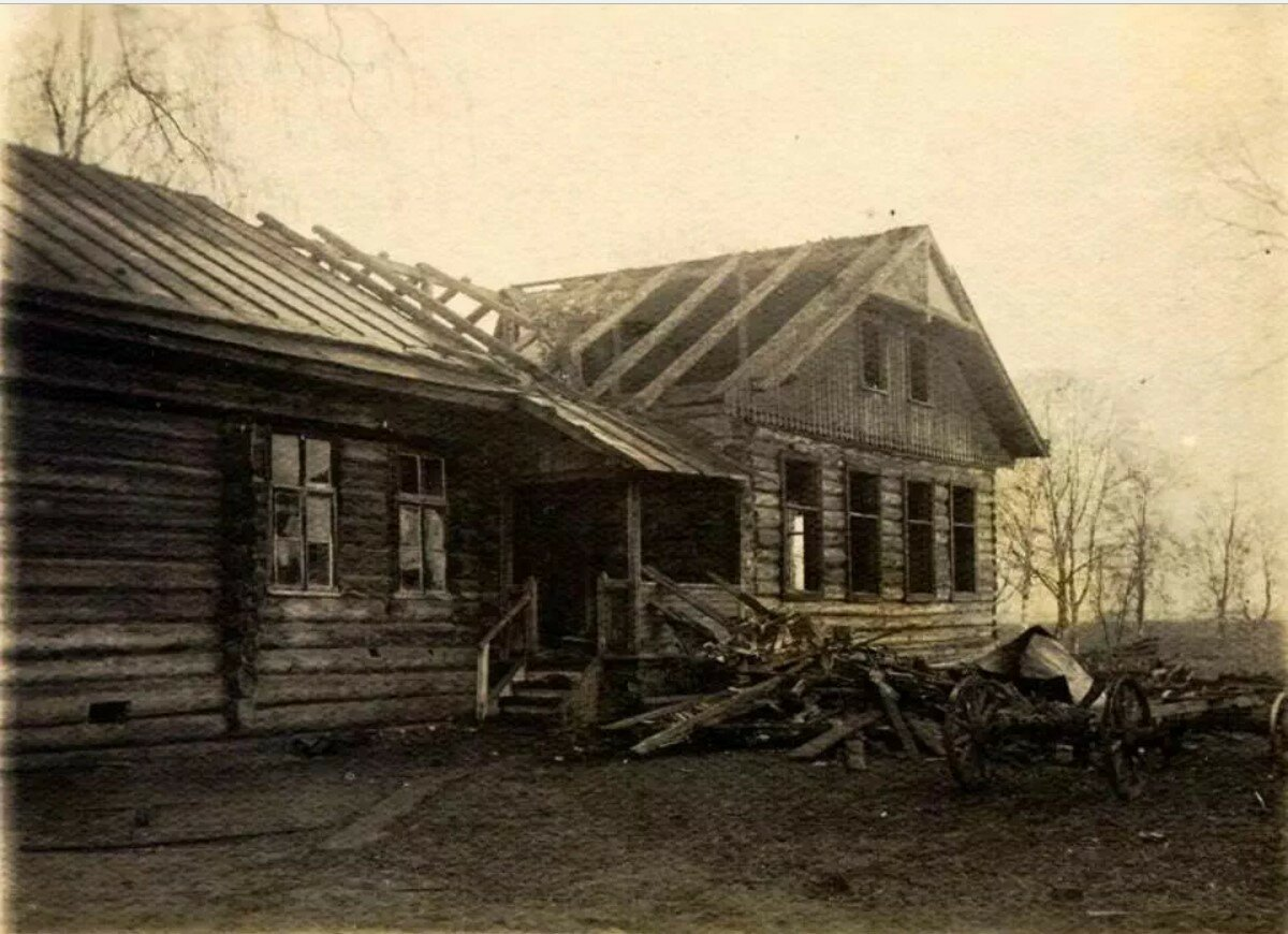 Село Иловня на реке Молога. Разборка дома для переноса на новое место. Зона затопления Рыбинского водохранилища