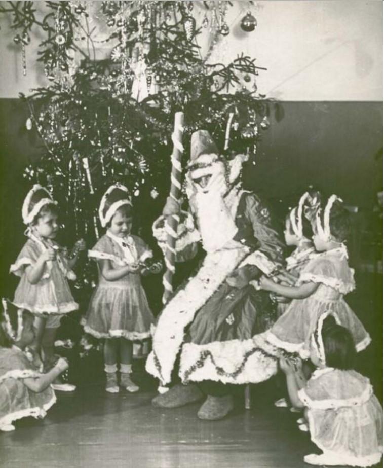 1954. Новогодняя елка в детском саду № 4. Черепопец