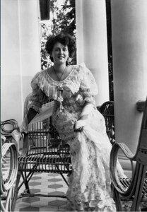 1900-е. Варвара Морозова на террасе в усадьбе Одинцово-Архангельское