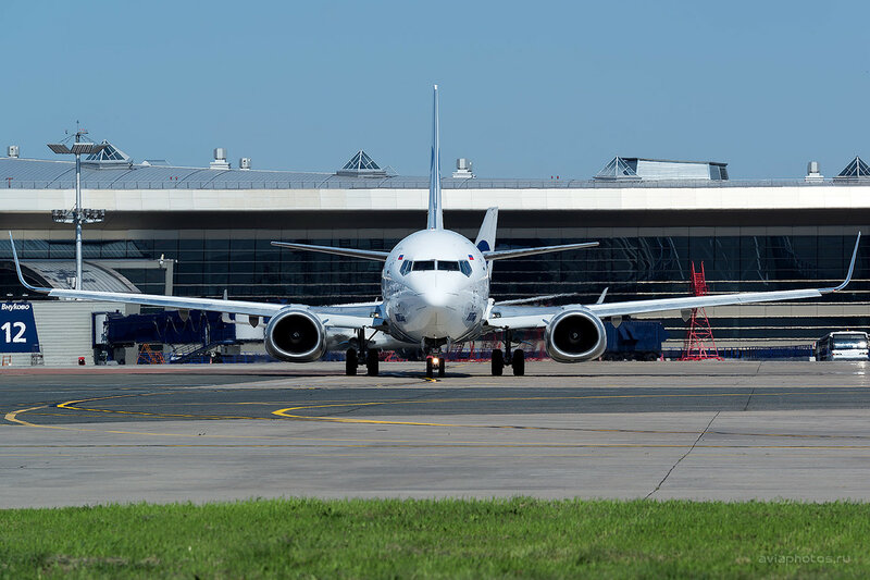 Boeing 737-524 (VQ-BJN) ЮТэйр D809435