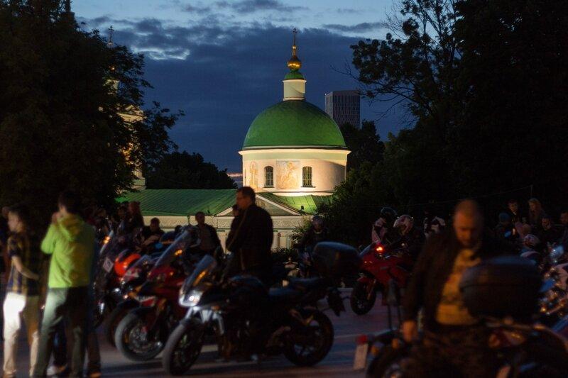 Храм Троицы Живоначальной на Воробьёвых горах, Москва
