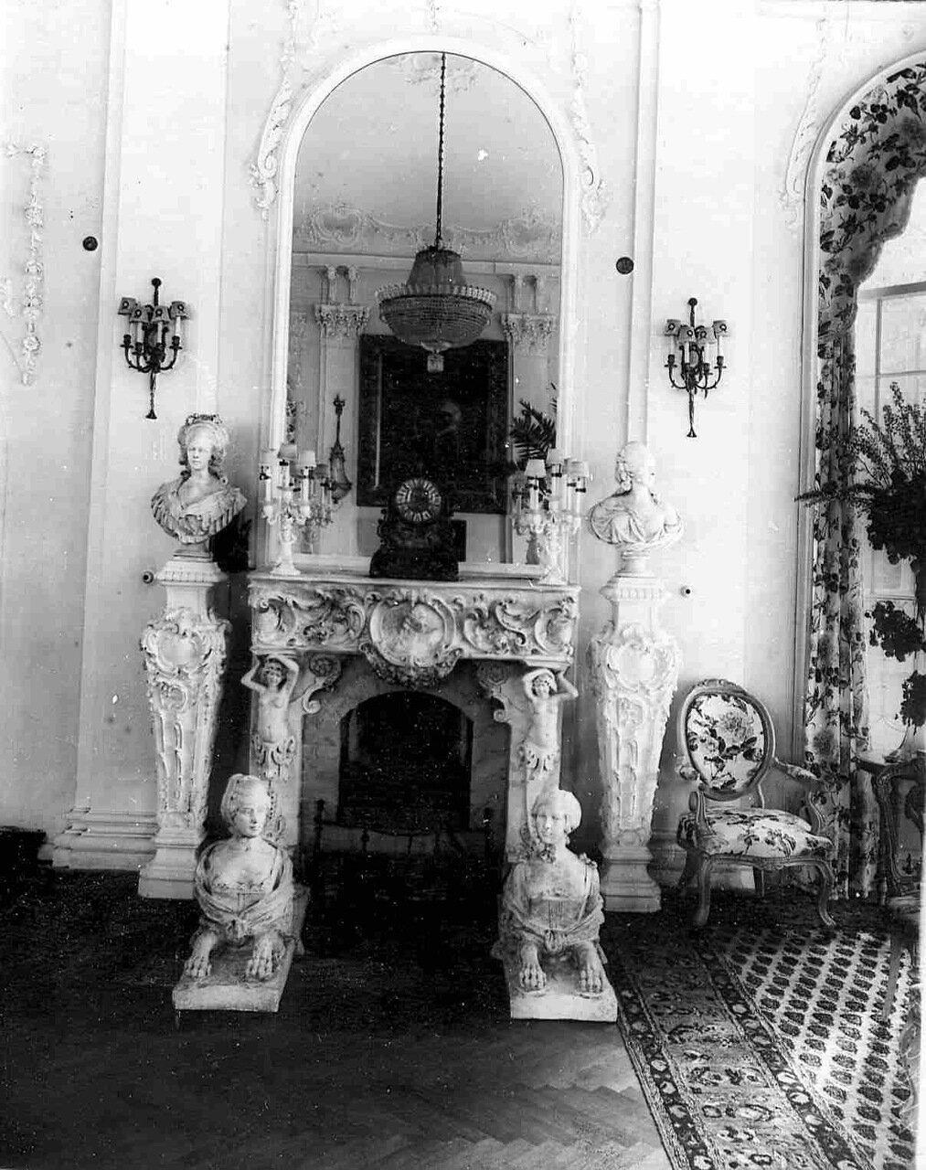 07. Камин в гостиной на даче графини М.Э.Клейнмихель