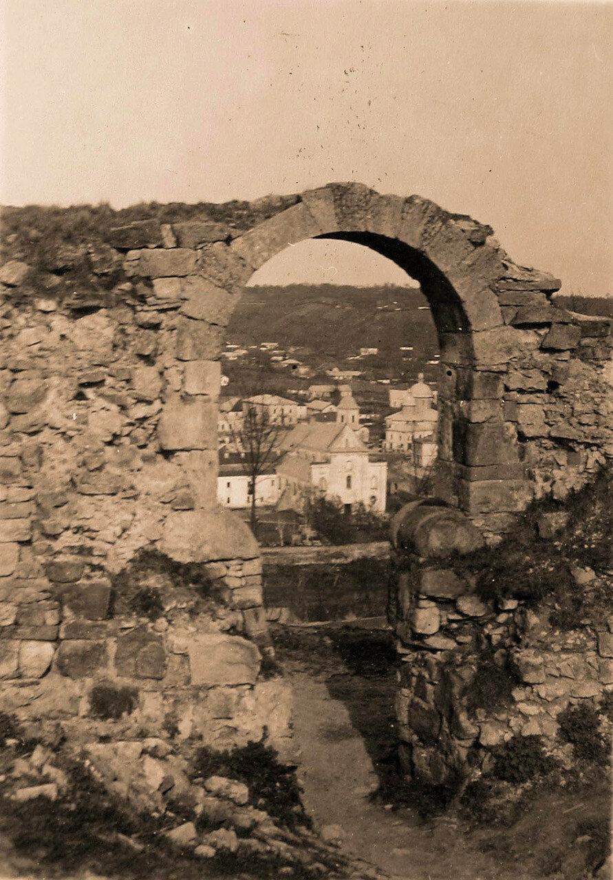 41. Вид на развалины замка 16 века. Галиция, Трембовля