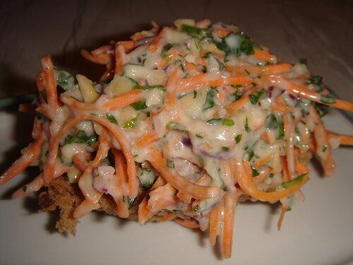 Салат корейская морковка колбаса огурец
