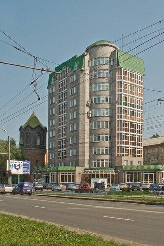 Жилое здание Воровского 13 и старая водонапорная башня.