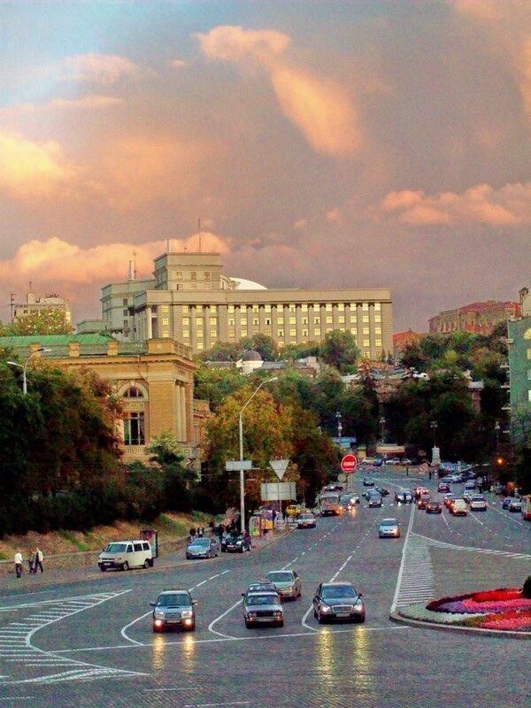 Улица Грушевского и Кабмин