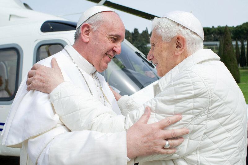 Папа Римский впервые в истории встретился с предшественником