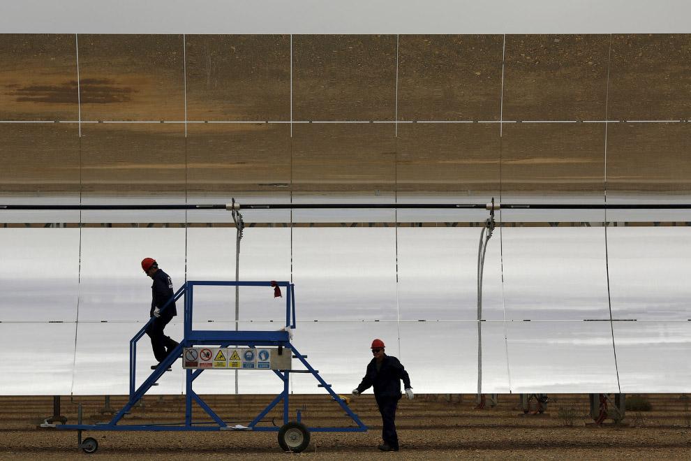 14. Общий вид на солнечную электростанцию Андасол в Испании, 10 августа 2015. (Фото Marcelo del Pozo