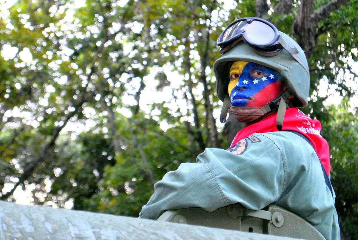 Очень грозная сила: Девушки в армейской униформе (32)