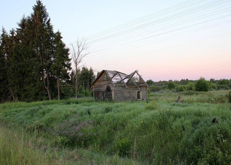 Остатки здания дежурного по переезду у станции Рождествено, ОКТ ЖД