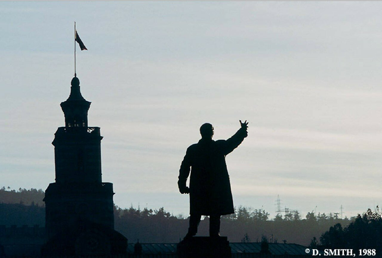 Тбилиси. Статуя Ленина