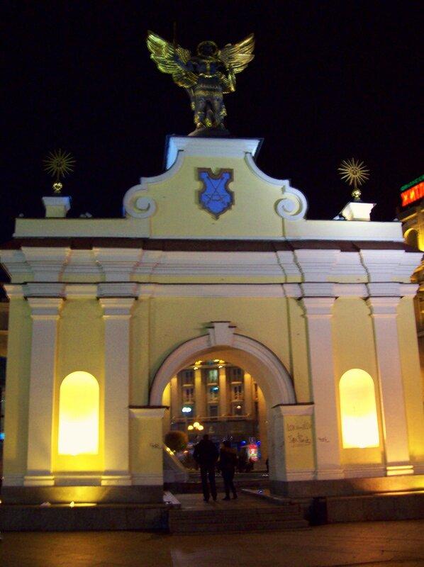Лядские ворота ночью