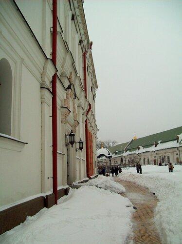 Дорожка под Успенским собором