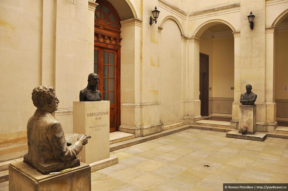 0 19199a 358eccbe orig День 209 211. Парламент Колумбии в Боготе, Национальный музей и Президентский Дворец