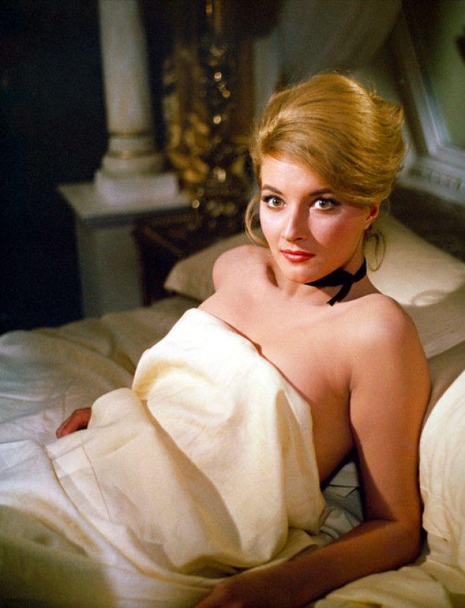 Роль офицера КГБ стала единственной яркой работой итальянской актрисы в кино. Героиня Бианки изначал