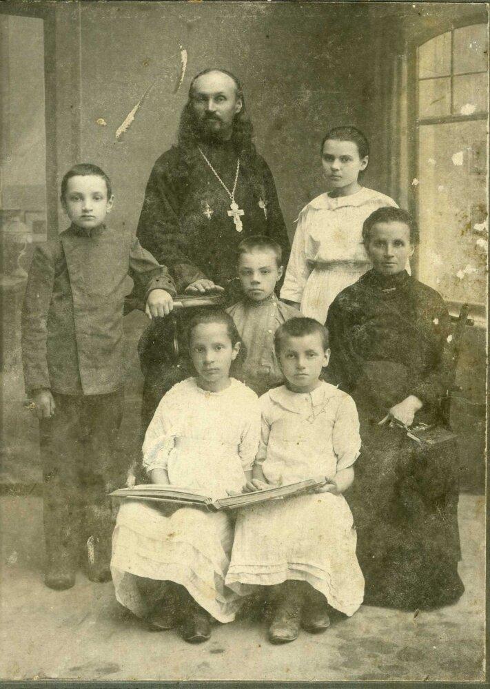 Семья священника с.Юледур Виктора Фаддеева