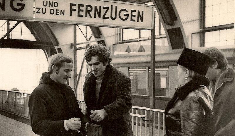 Светлана Собинова, профессор Эккар Кроплин, С.Садальский. Берлин, метро.1972 год.