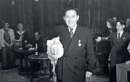 1948. Леонид Утесов на новогоднем празднике в Центральном доме работников искусств