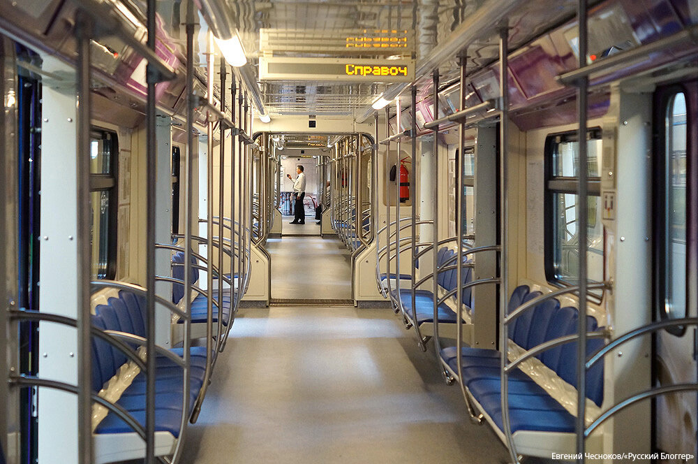 Весна. Поезд 80 лет метро. 13.05.15.11..jpg