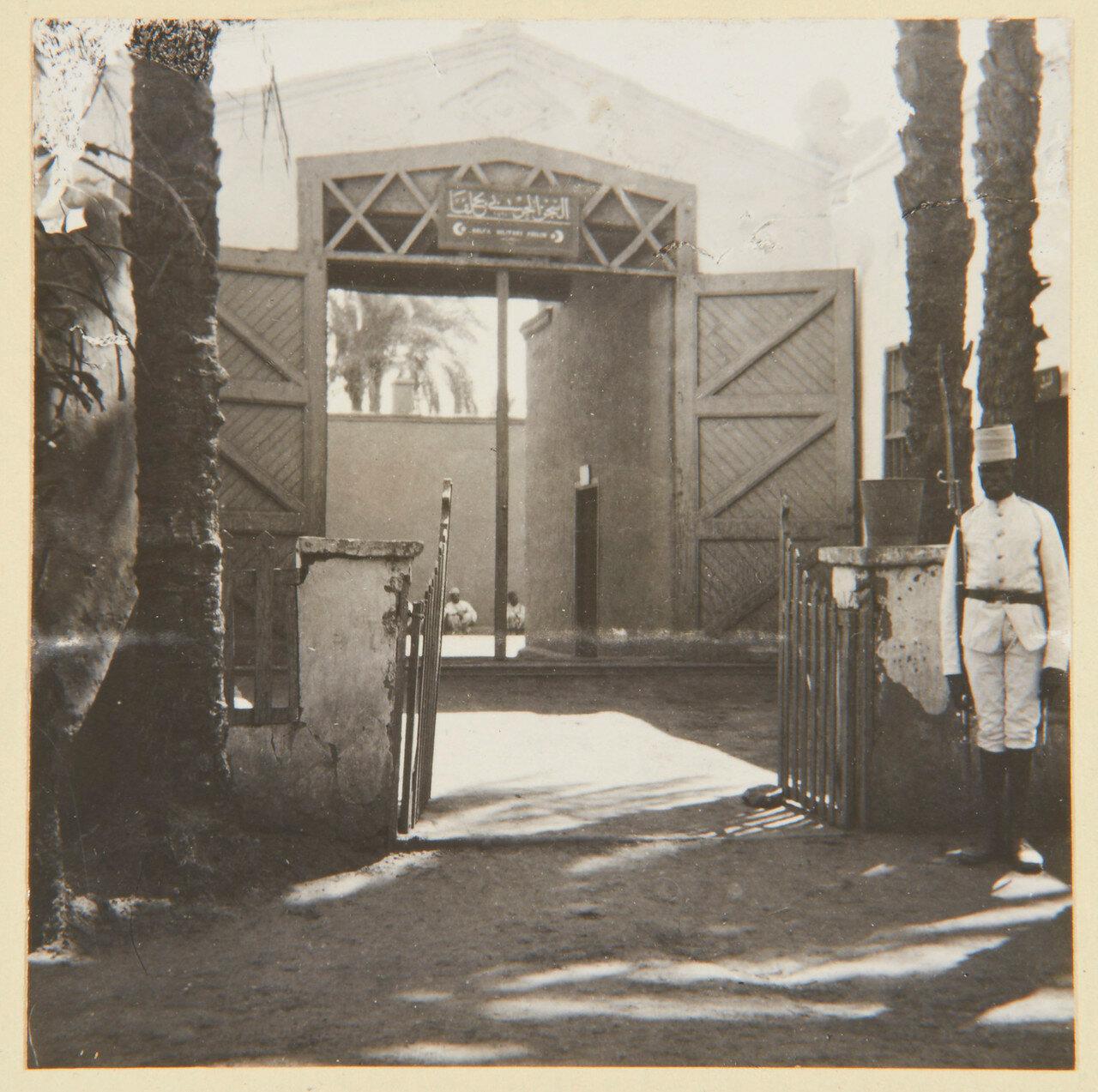 Август 1898. Вход в тюрьму Вади-Хальфа, где содержался Махмуд, лидер западной части армии Халифа Абдуллы