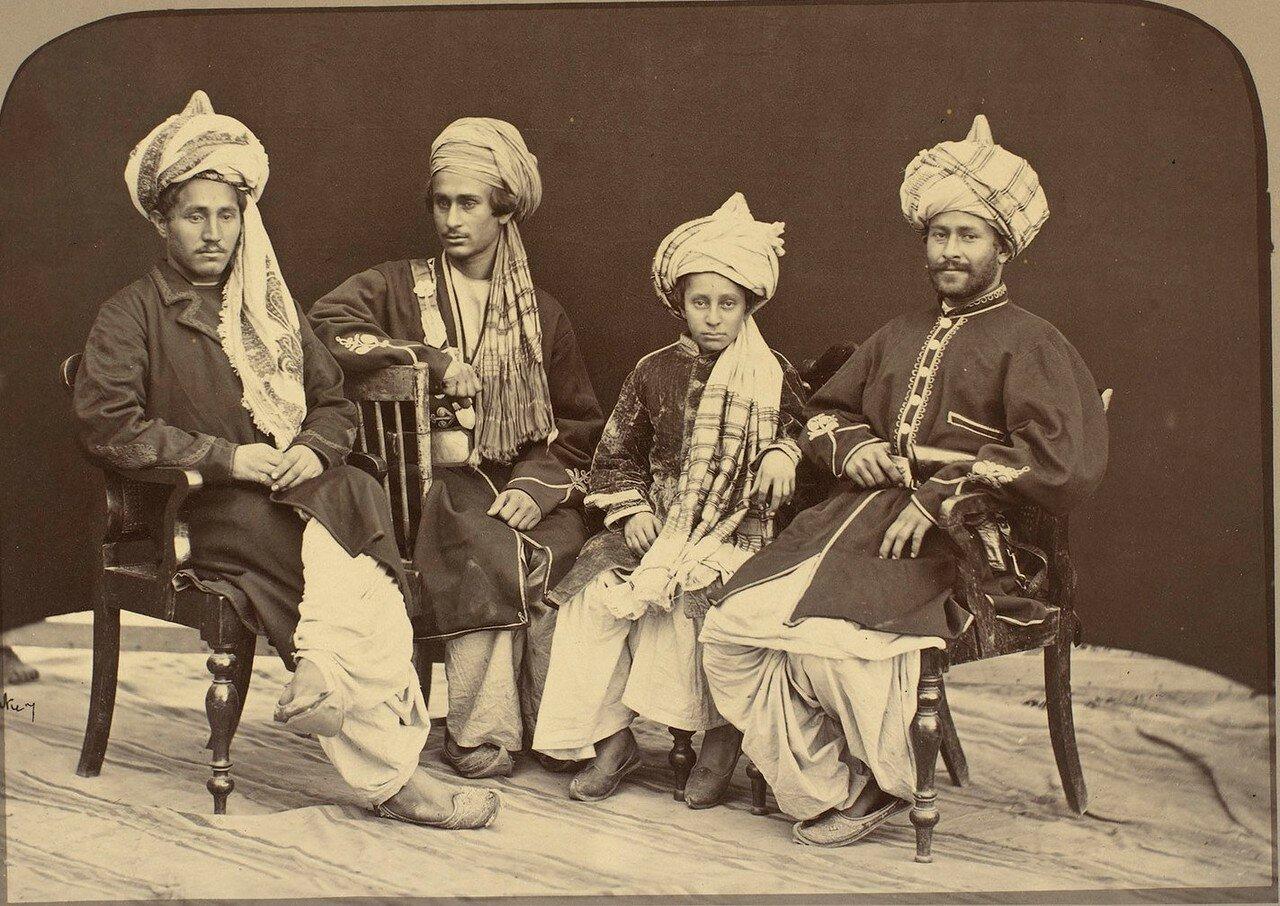 Четверо сыновей Навруз-хана из Лалпура. Навруз-хан был наиболее влиятельным вождем пуштунского племени мохмандов