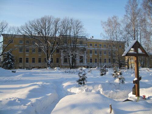 Инвалидный дом графа Зубова и церковь св. Валериана