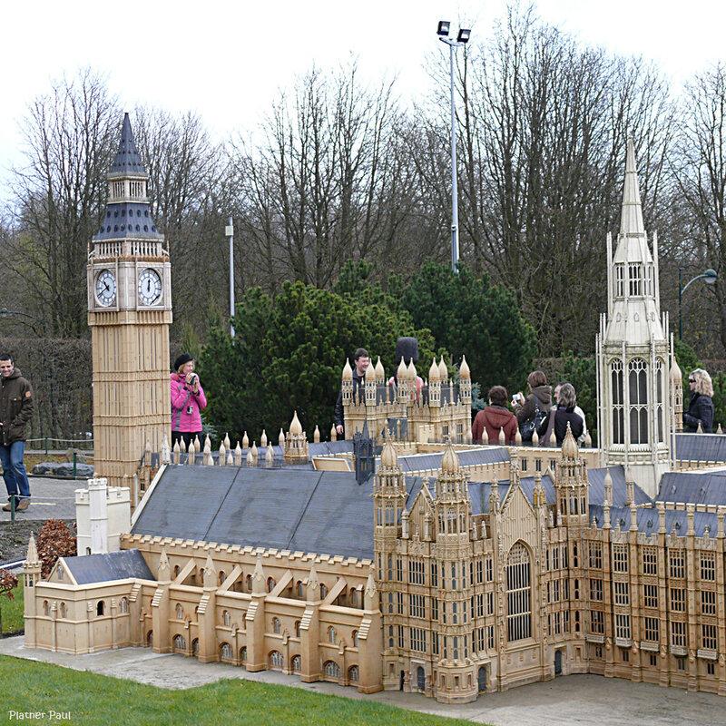 Здание Британского парламента со знаменитым Биг-Беном представлять не надо.