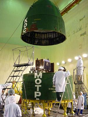 UK-DMC2 и Deimos в головном модуле ракеты © SSTL 2009