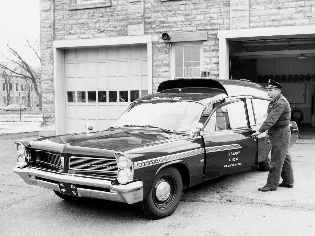 1963 Pontiac Bonneville Military Ambulance by Superior.jpg