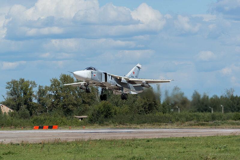 Сухой Су-24М2 (RF-95103 / 72 белый) D800421