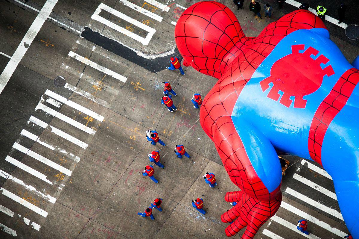 12. «Человек-паук» во время парада на День благодарения.