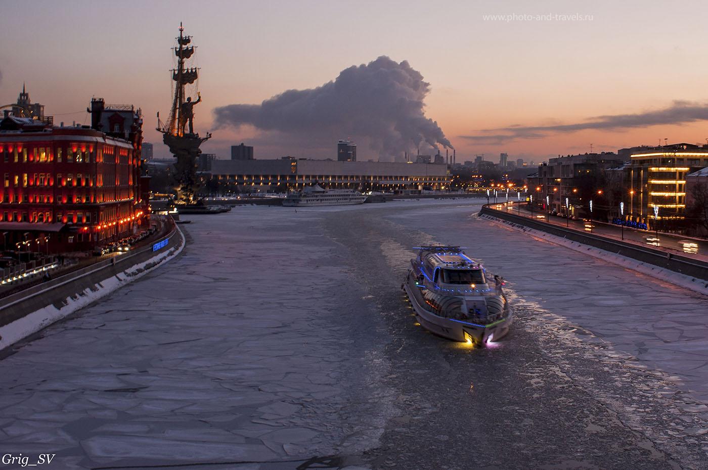 20. Ледокол на закате дня (фотокамера Nikon D90, объектив AF Nikkor 24mm f/2.8D, 1/3, f/10.0, ФР=24 мм, 200)