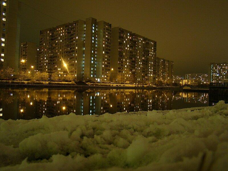 Вечером на городском озере