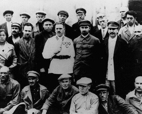 Сталин с делегатами съезда, 1930