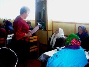 Интервью у бабушек на празднике.