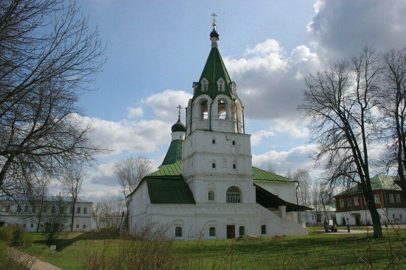 Покровская церковь в Успенском Александровском монастыре Владимирской области.