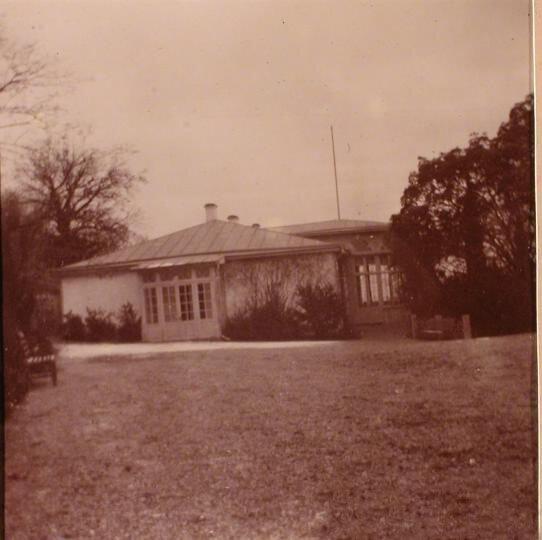 Одна из построек на территории имения