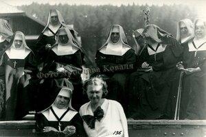 Монахині . Монастир Кузьминець..jpg