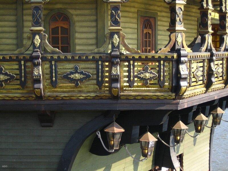 Корабли на реке-Москва