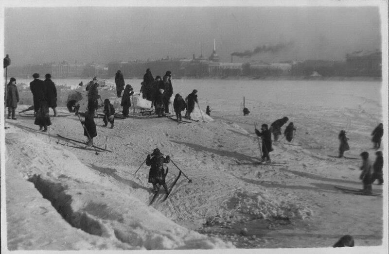 Нева, лыжники