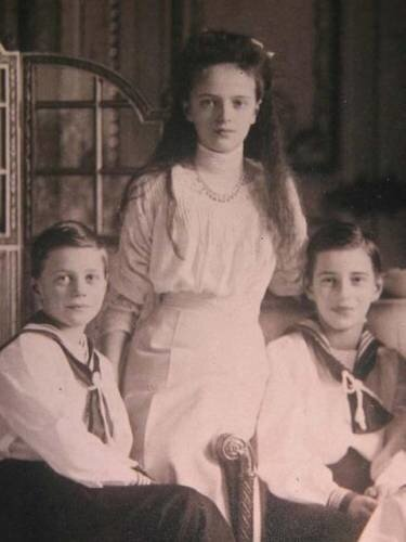 Княжна императорской крови Ирина Александровна с братьями