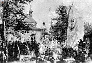 Церковь на кладбище. 1930-ые.
